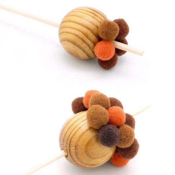 Boules Pompons de Noël- Coller les pompons