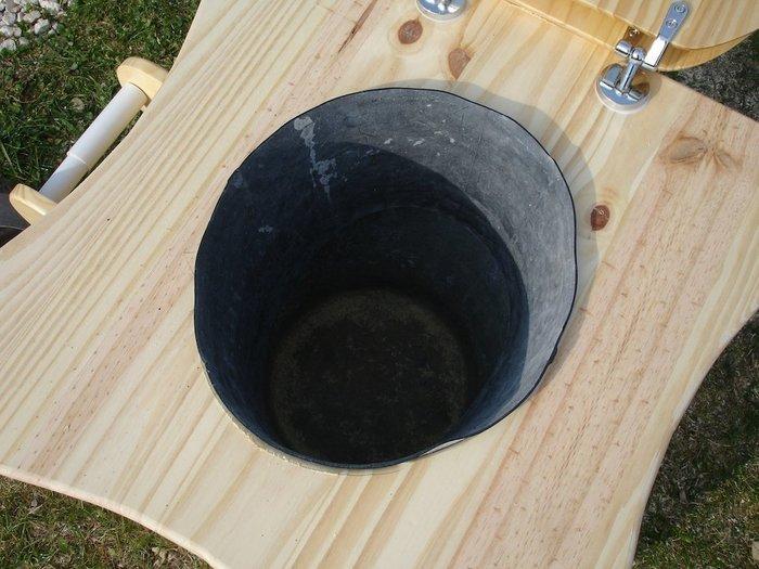 """Des toilettes sèches de type """"TLB"""" démontables !- Réaliser l'assise des toilettes"""