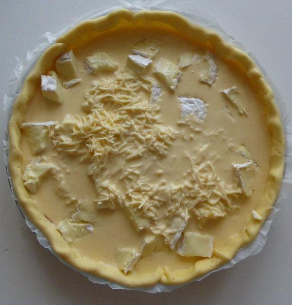 Tarte camembert – bacon- Préparation de l'appareil et garniture de la tarte