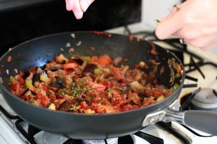 Recette de la sauce bolognaise végétarienne- ajoutez les ingrédients restant