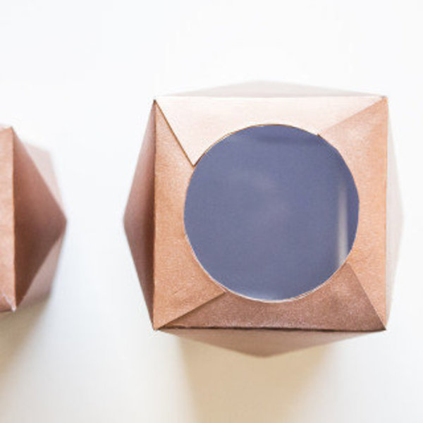 Vase origami d'inspiration scandinave- Bomber, plier et coller !