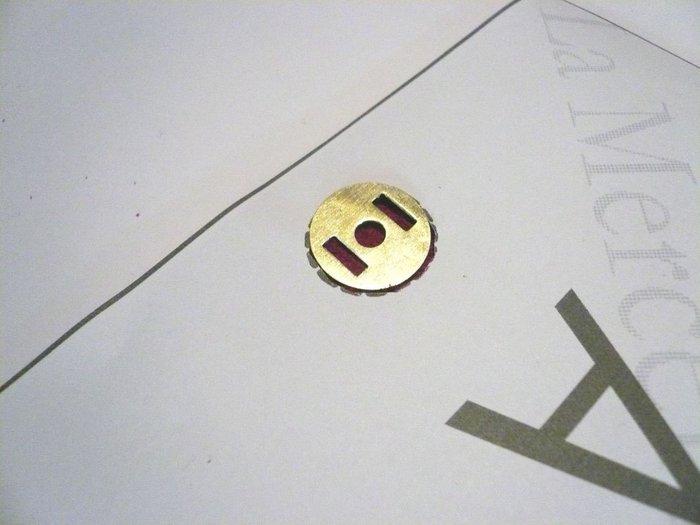 POMELO étui en cuir véritable- Pose du bouton magnétique