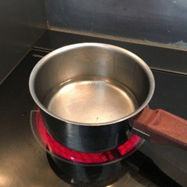 Fabriquer son déodorant avec les ingrédients de sa cuisine- Faire fondre l'huile de coco