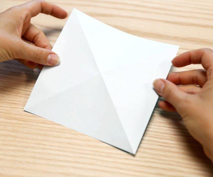 Cygne en origami- Plis en +