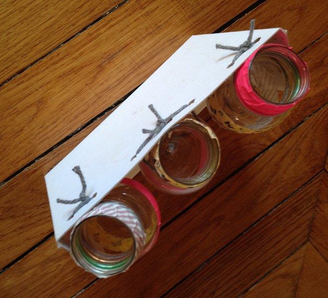 Porte crayons rigolo à faire avec les enfants- Attacher les bouteilles