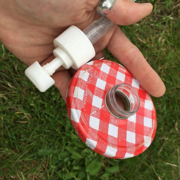 DIY le flacon pompe- Percez le couvercle