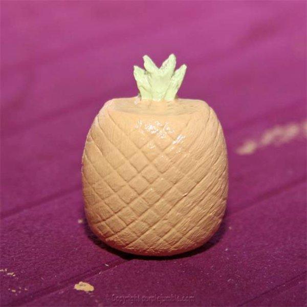 Une broche ananas à paillettes-Peindre l'ananas