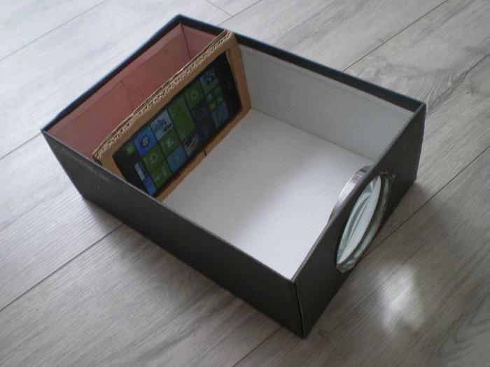 Comment fabriquer un vidéoprojecteur à 5€ -Découper un morceau de carton