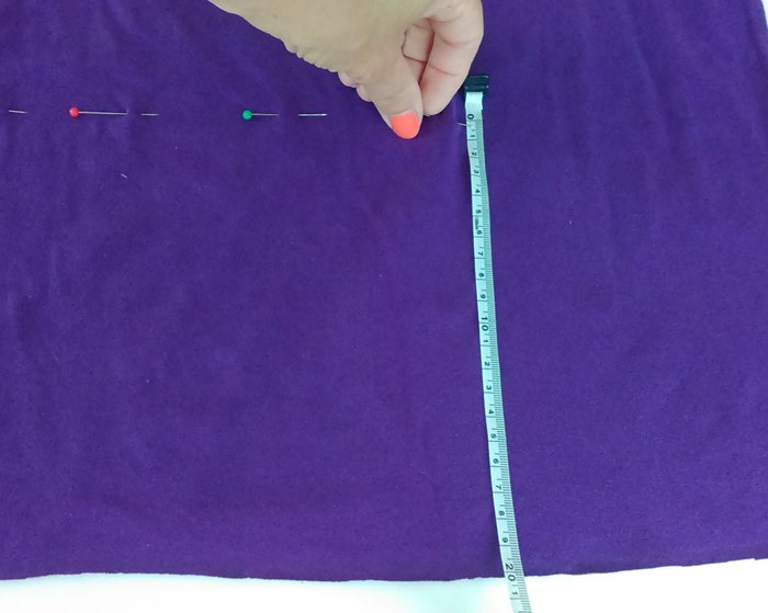 Un t-shirt à franges à faire soi-même-Le découpage du t-shirt