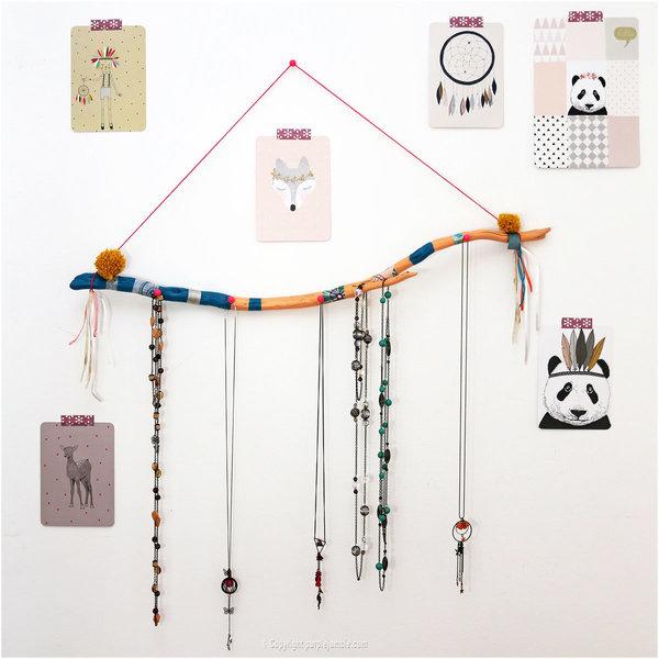Un support à colliers en bois flotté-Suspendre ses colliers