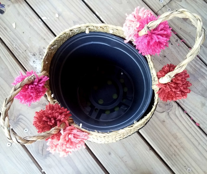 Un joli panier à cactus pomponné-Décoration du panier