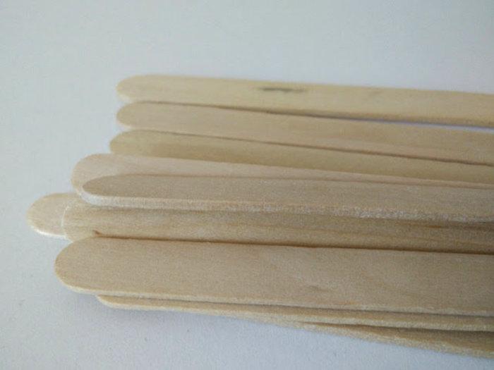 Bijoux avec des bâtons de glaces-Tremper des bâtons dans l'eau pour les ramollir