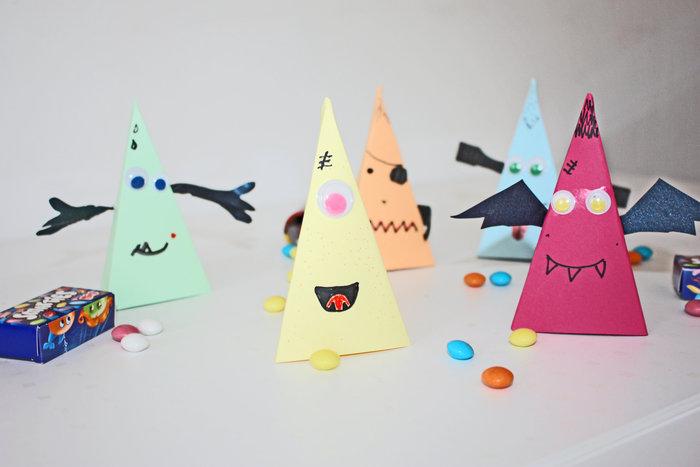 Happy monsters pour halloween !-Terminer par les yeux mobiles