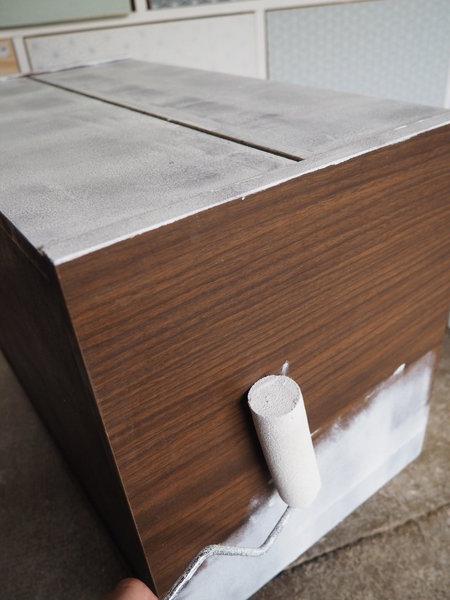 Transformer un meuble de chevet en jardinière nature-Etape 1 : la peinture