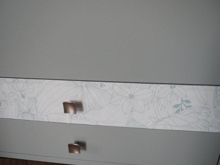 Transformer un meuble de chevet en jardinière nature-Etape 2 : le papier peint