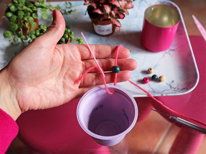 Un petit jardin suspendu-Fixer les attaches aux pots