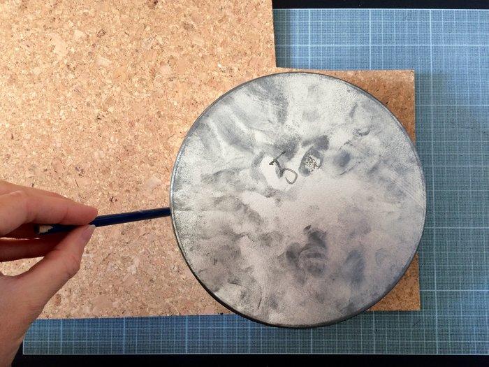 Suspensions d'intérieur avec des boites pour pellicules-Couper le liège en demi-lune