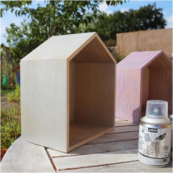 Des étagères maisons en bois customisées-Décoration de la première maison