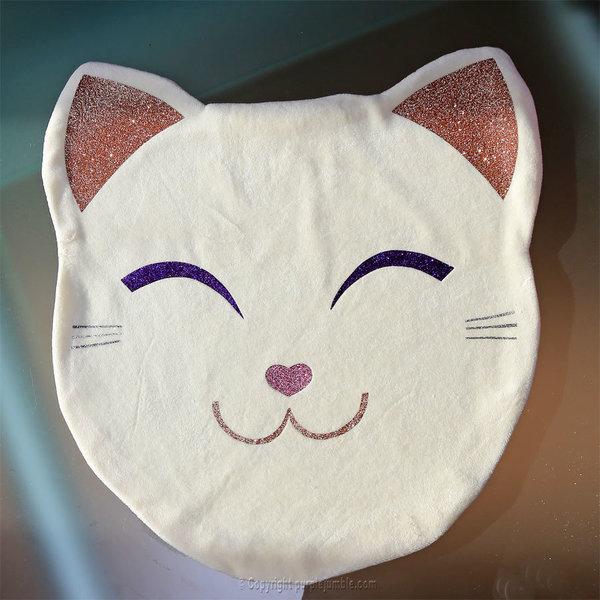 Un coussin chat kawaii tout doux-Décorer le visage avec du tissu thermocollant pailleté