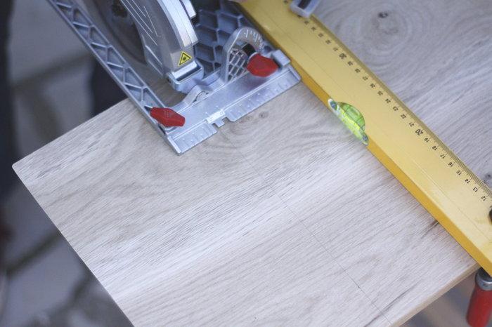 Tablette d'appoint pour canapé-Coupez les morceaux de bois