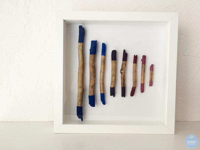 Cadre déco avec du bois flotté peint-Le résultat :