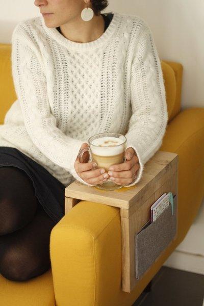 Tablette d'appoint pour canapé-Installez votre tablette sur votre canapé