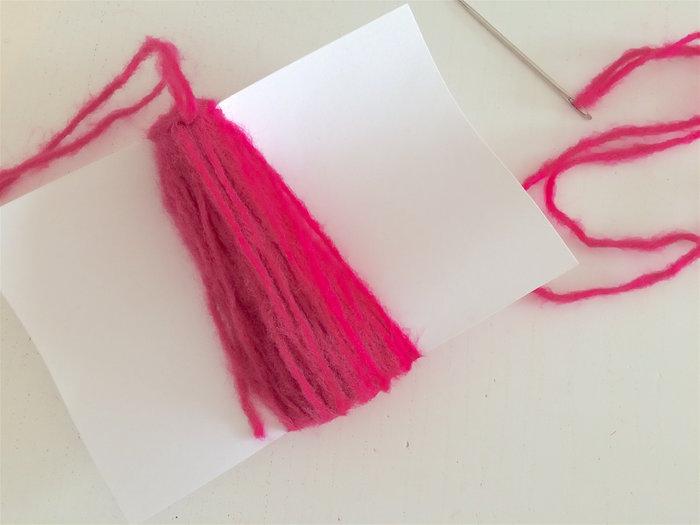 Un plaid coloré-Les pompons