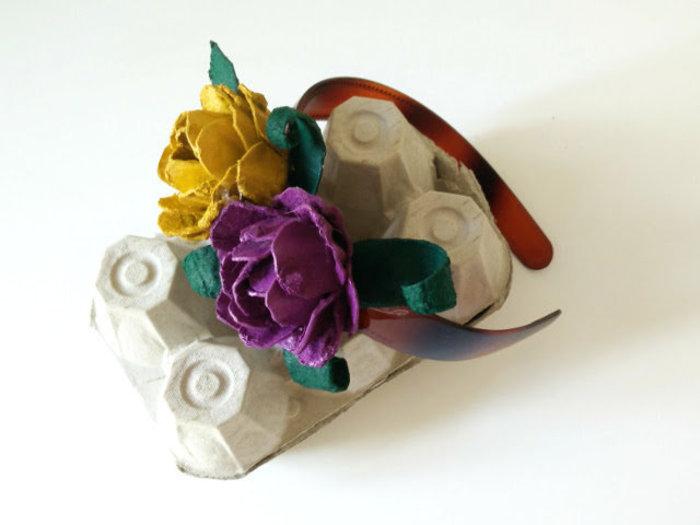 Roses fabriquées avec des boîtes d'oeufs-Et c'est fini !