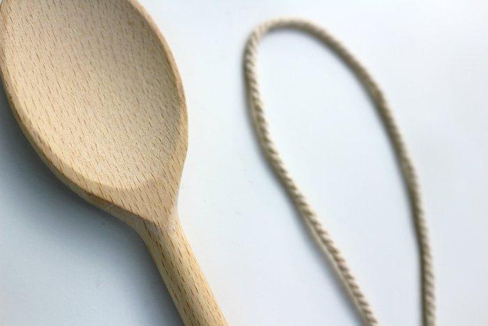 Cuillères en bois et macramé-Pour les deux cuillères