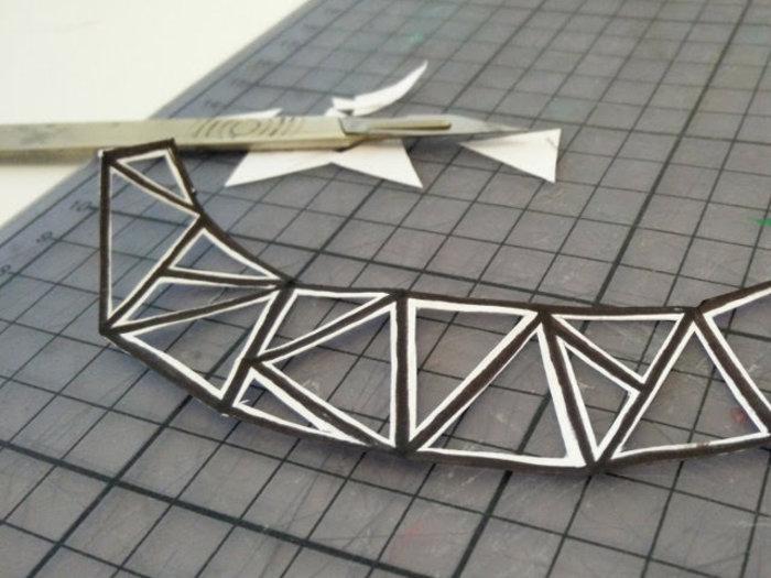 Bijoux cuivre fabriqué avec des capsules nespresso-Dessinez les détails sur les morceaux de feutre