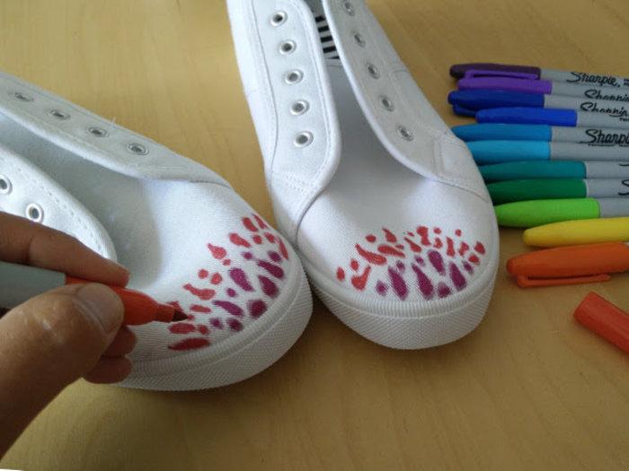 Chaussures décoré avec des sharpies et de l'alcool-Dessinez votre motif sure les chaussures