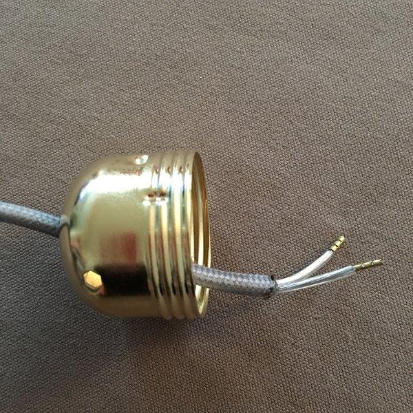 Réalisez vos ampoules suspendues-Insérer la fiche du câble électrique