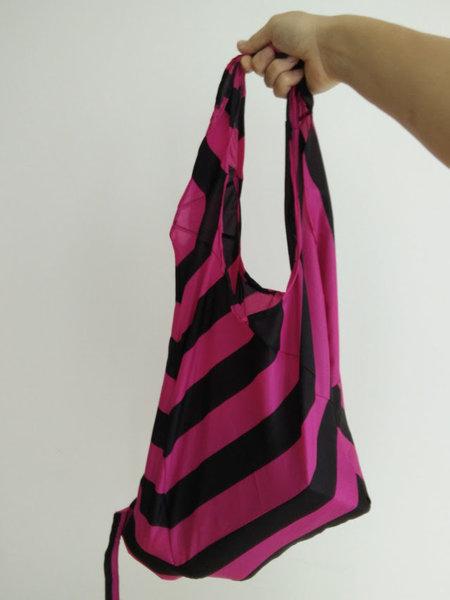 Un sac de courses fabriqué avec un parapluie-La couture du sac parapluie