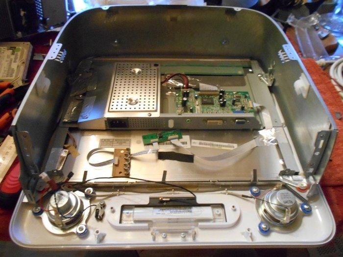 Un Média Center RPeMac !-Remplacer le tube cathodique par une dalle LCD