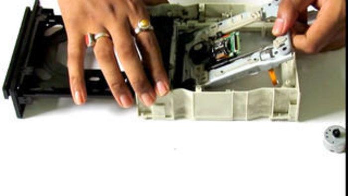 Recycler un vieux lecteur CD-DVD en pièces détachées-Le moteur pas à pas
