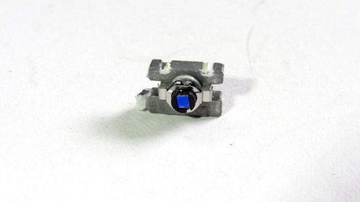 Recycler un vieux lecteur CD-DVD en pièces détachées-La diode laser