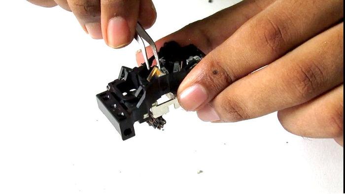 Recycler un vieux lecteur CD-DVD en pièces détachées-Les aimants