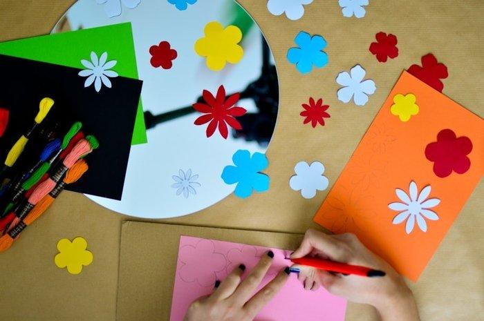 Le miroir de Frida Kahlo-Réalisation des fleurs en papiers