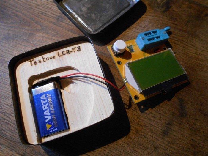 Mise en boîte d'un petit testeur de composants-Mise en place du testeur !