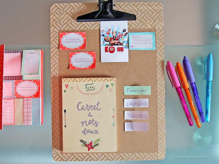 Fabriquer un carnet à mots doux-Fixer le carnet sur le panneau et écrire des mots doux !