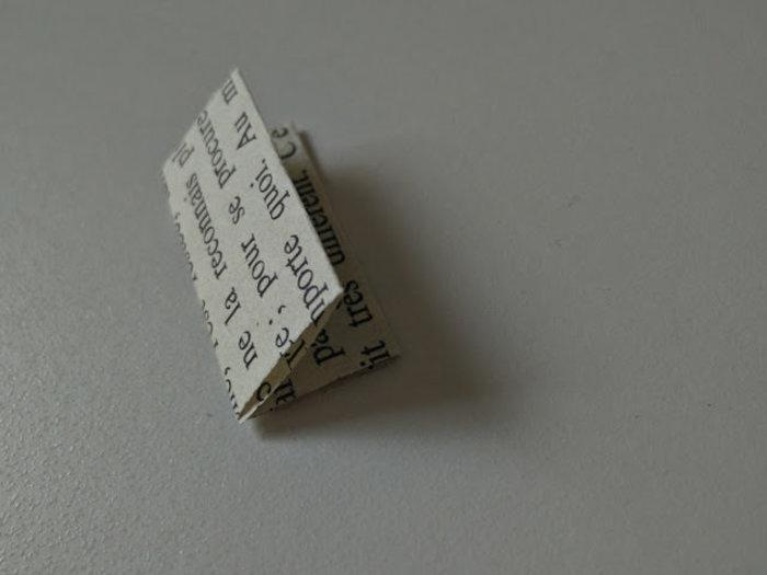 Collier avec des trombones et du papier recyclé-Pliez les rectangles