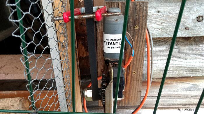 Poulailler: porte et lumière automatique-Partie mécanique