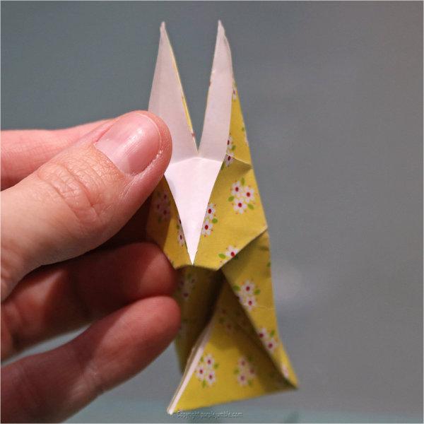 Petits lapins origami-Voilà un petit lapin en origami !