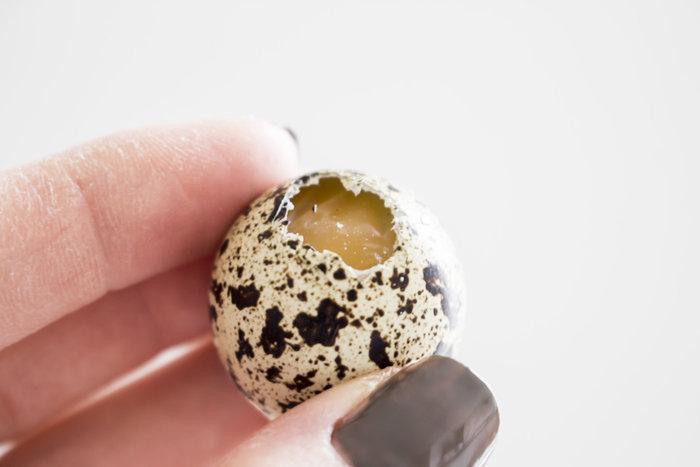 DES ŒUFS DE PÂQUES EN BÉTON CUIVRÉ !-Vider, nettoyer et sécher les coquilles d'œufs
