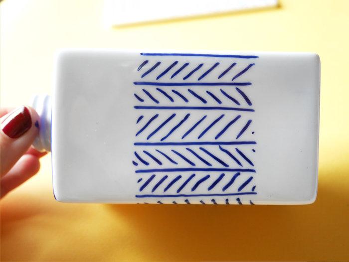 Personnalisez vos accessoires de salle de bain avec les feutres pour porcelaine Edding-Le flacon à savon