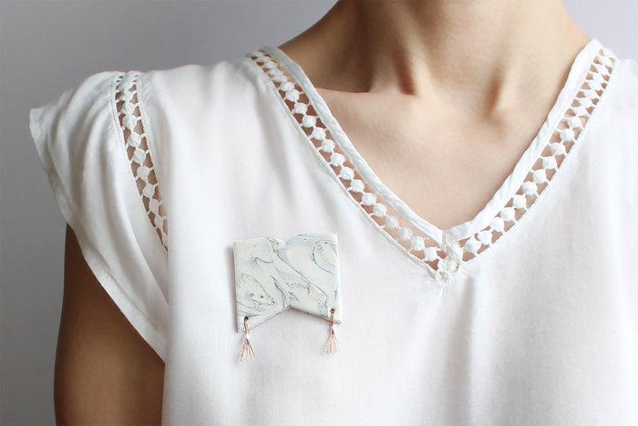 DIY : bijoux marbrés-Porter vos jolis bijoux marbrés !