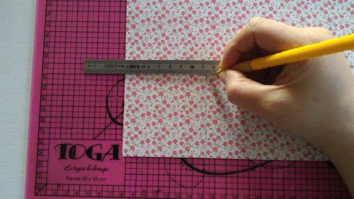 Étui à baguettes en origami-Si pas de papier origami : faire une découpe d'un carré de 7,5 x 7,5 cm