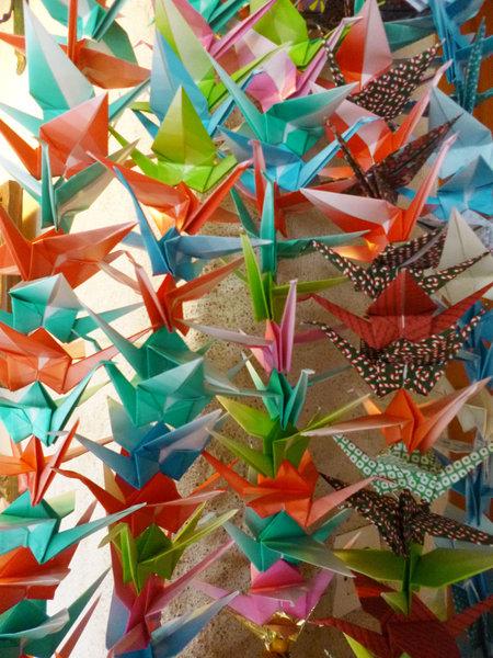 Autour de la grue en origami-Une senbazuru