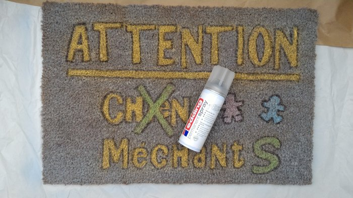 DIY : Customiser son paillasson ou son tapis- Vernir
