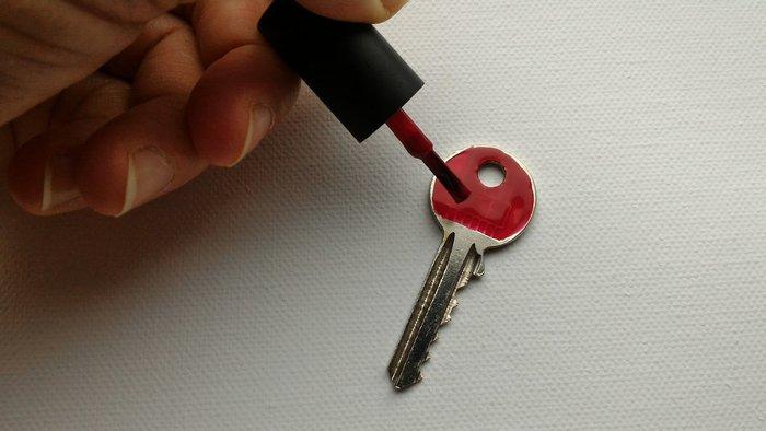 customiser ses clés- mettre le vernis